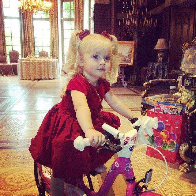 Как проводят новогодние праздники дети Галкина и Пугачевой?