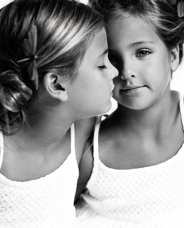 мама сделала близняшек супер-звездами в 7 лет