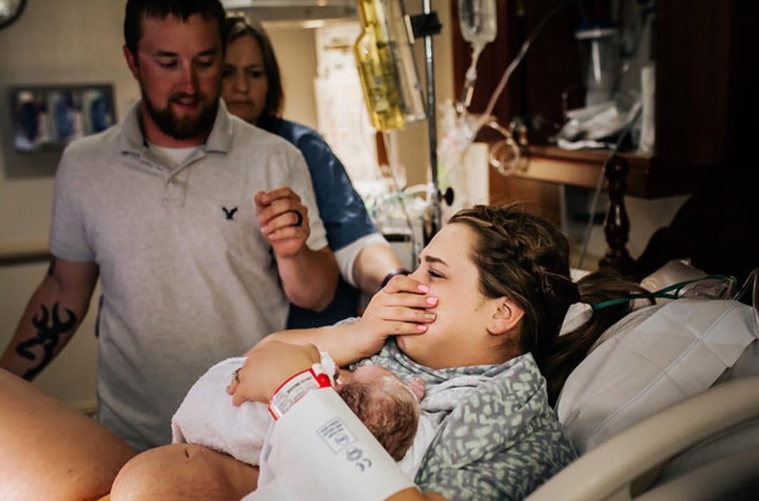 Роды с другой стороны: фотограф показывает, как рождается малыш
