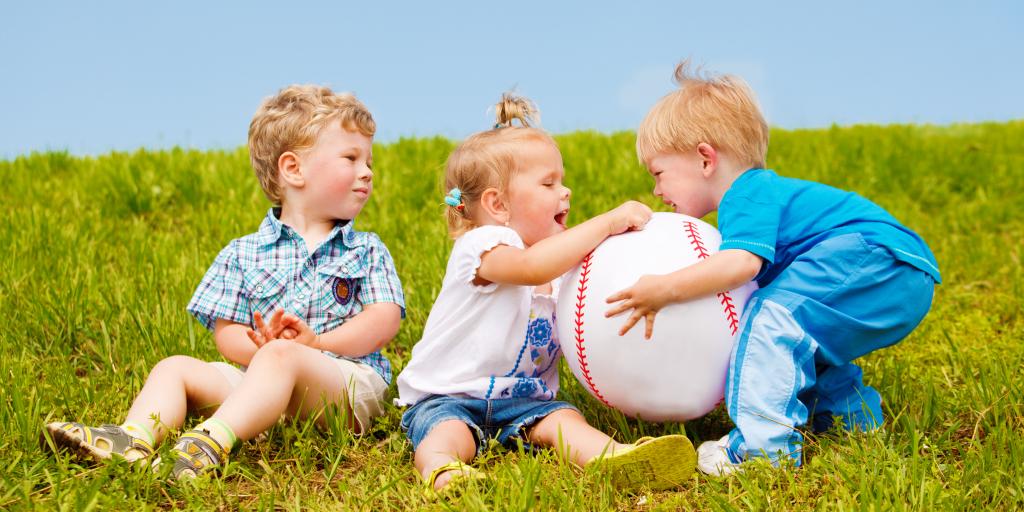 Осадить разбойника: 6 советов, как сделать замечание чужому ребенку