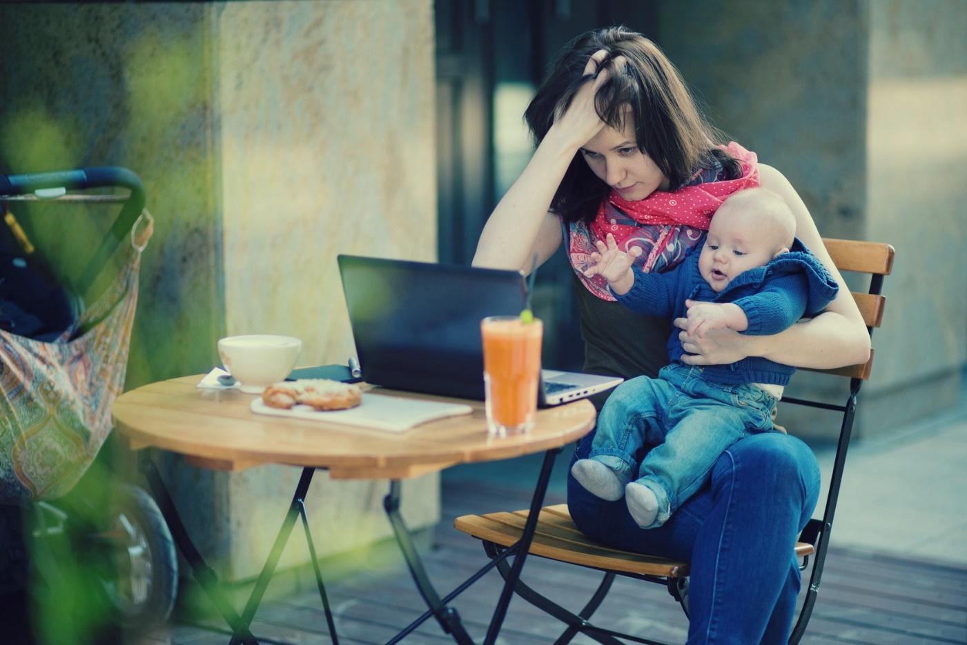 Не показывайте это детям: 10 вредных привычек молодой мамы