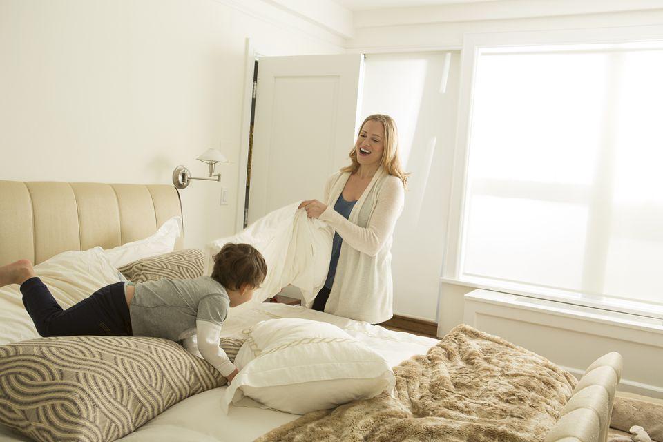 Ходить по кругу: 7 дел, которые приходится делать маме — бесконечно