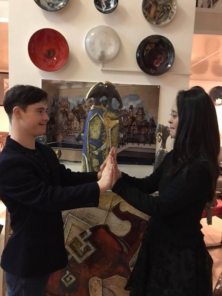 Жених особенной дочери Хакамады сделал романтичный подарок возлюбленной