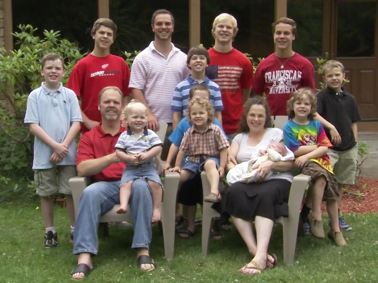 Семья с 13 мальчиками ждет еще одного ребенка, но его пол — узнавать отказалась
