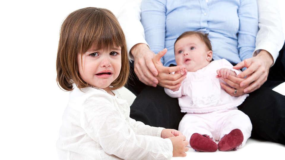 Зачем вы ее родили?: 6 способов, как избежать детскую ревность