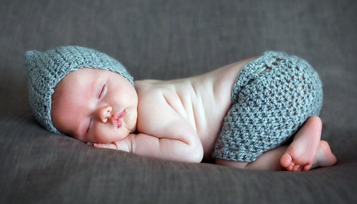 Почему малыш вздыхает во сне: 5 основных причин