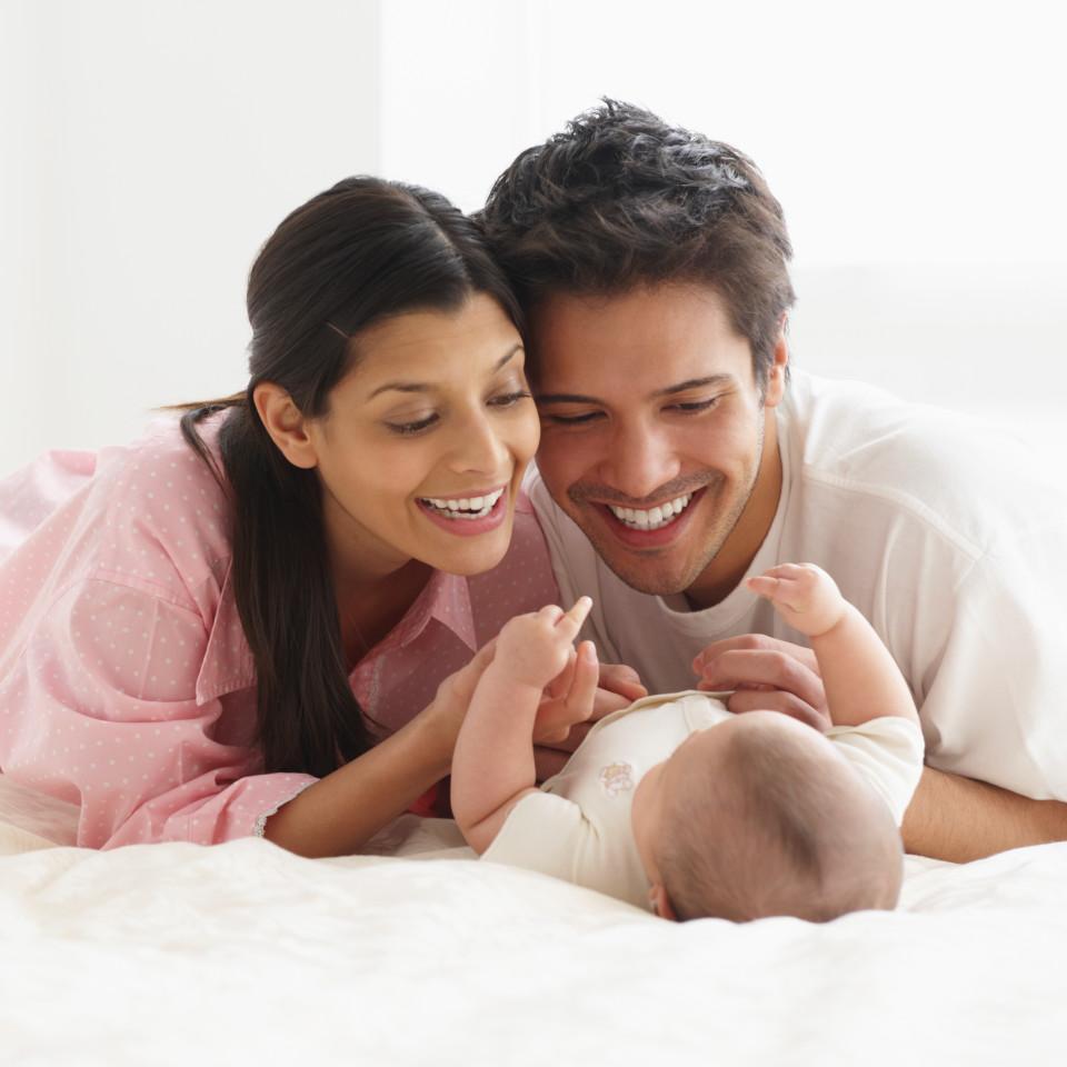 По данным Росстата: почему средний возраст молодой мамы — растет?