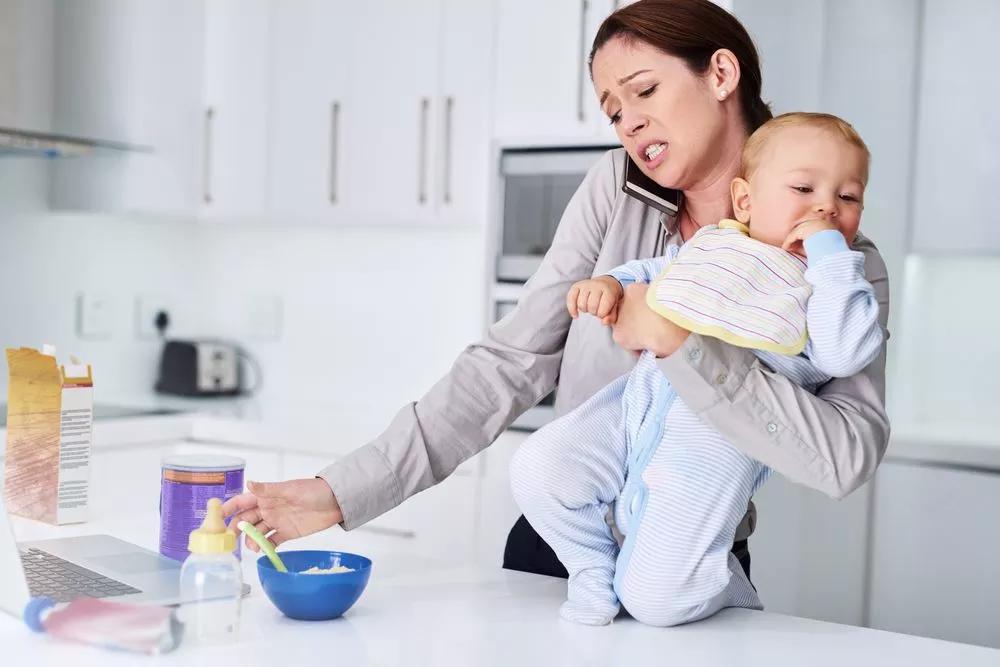 Как ухаживать за малышом и быть спокойной: 5 советов для молодых мам
