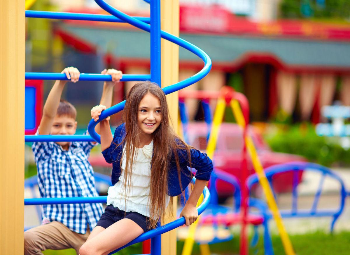 Как ведет себя опытная мама — на детской площадке: 4 главных отличия