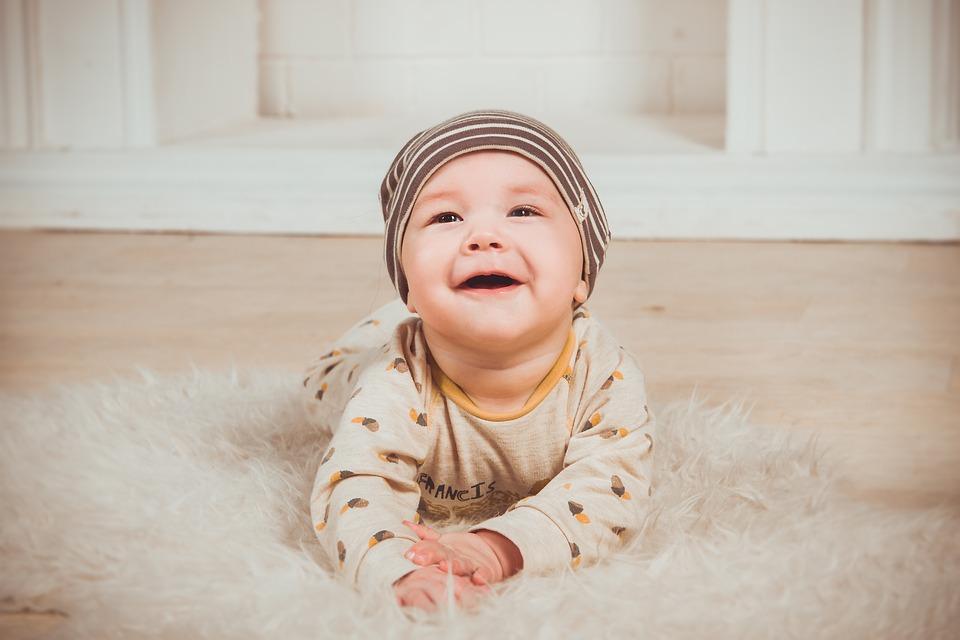 Почему давать воду младенцу до 6 месяцев — опасно