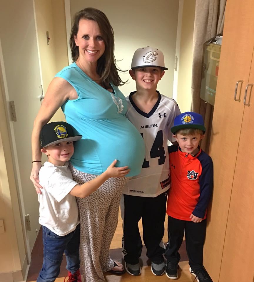 Мама троих мальчиков захотела девочку, а родила — радужную шестерню. Какое счастье!