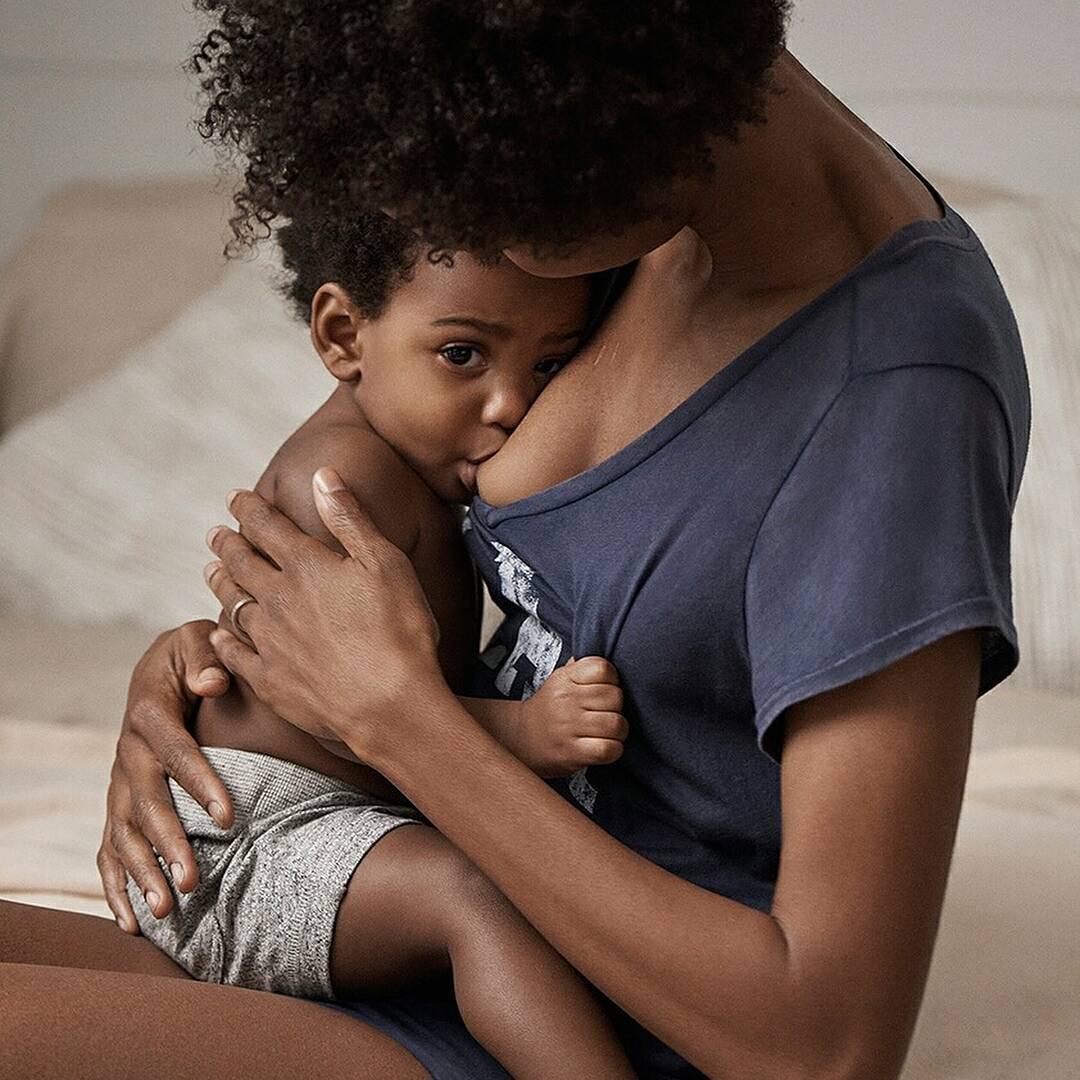 Gap выложил фото кормящей матери в рекламе, и это взорвало соцсети