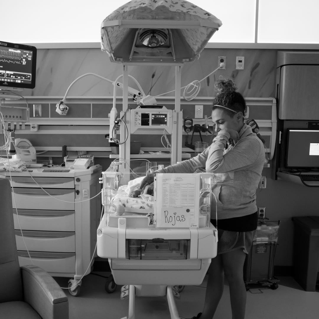 Всю беременность ее не покидало чувство тревоги... Грустно!
