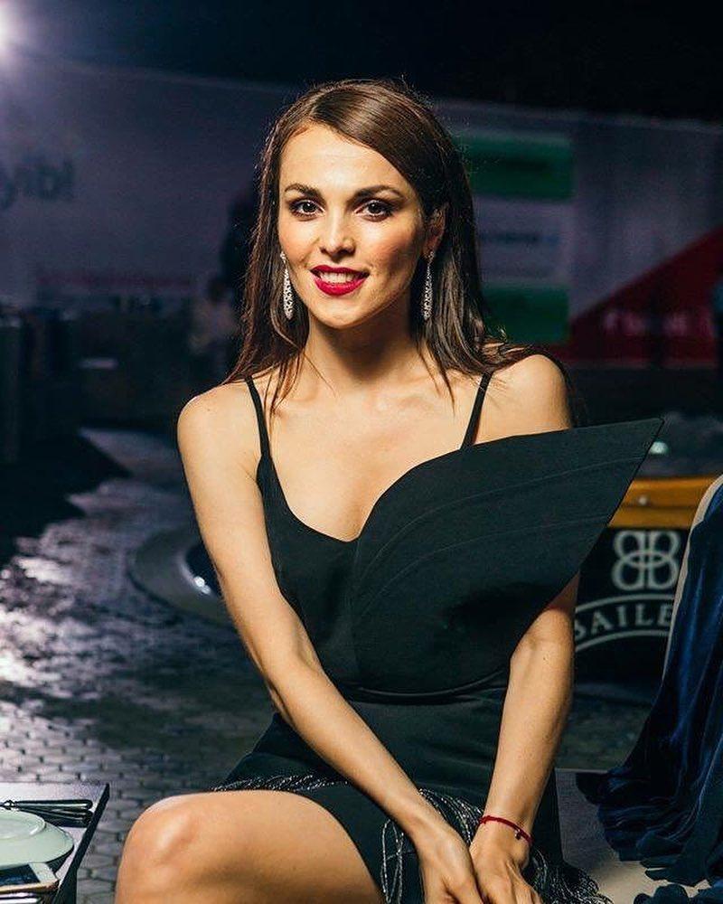 СМИ: 35-летняя Сати Казанова ждёт первенца