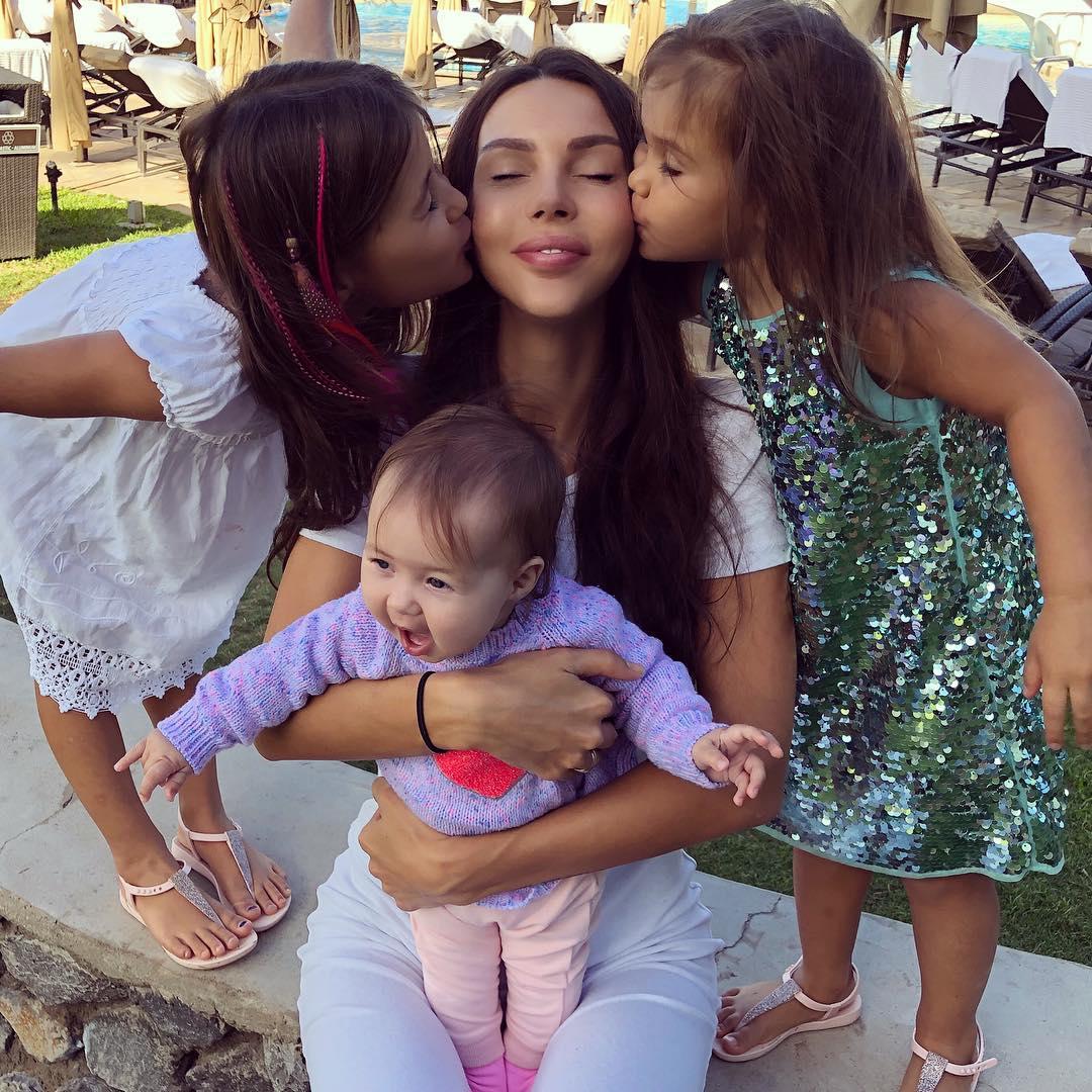 Они выжимают меня как лимон: Оксана Самойлова о трудностях материнства