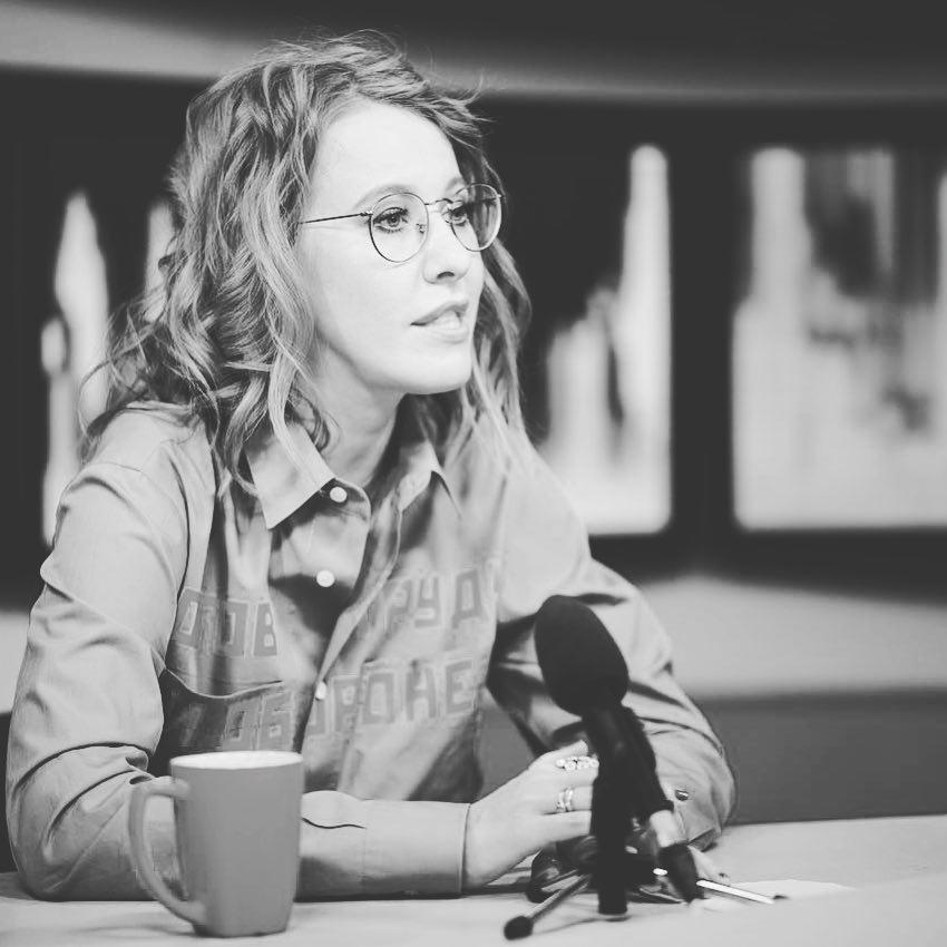 Слезы, гормоны и теледебаты: Ксения Собчак снова беременна?