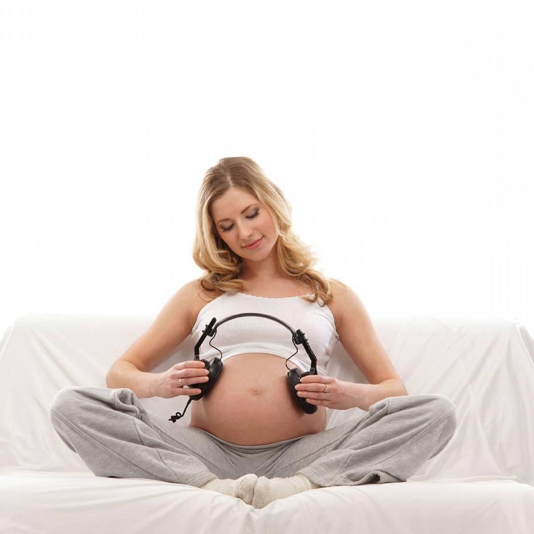 3 вещи, которые ребенок узнает еще в животе мамы