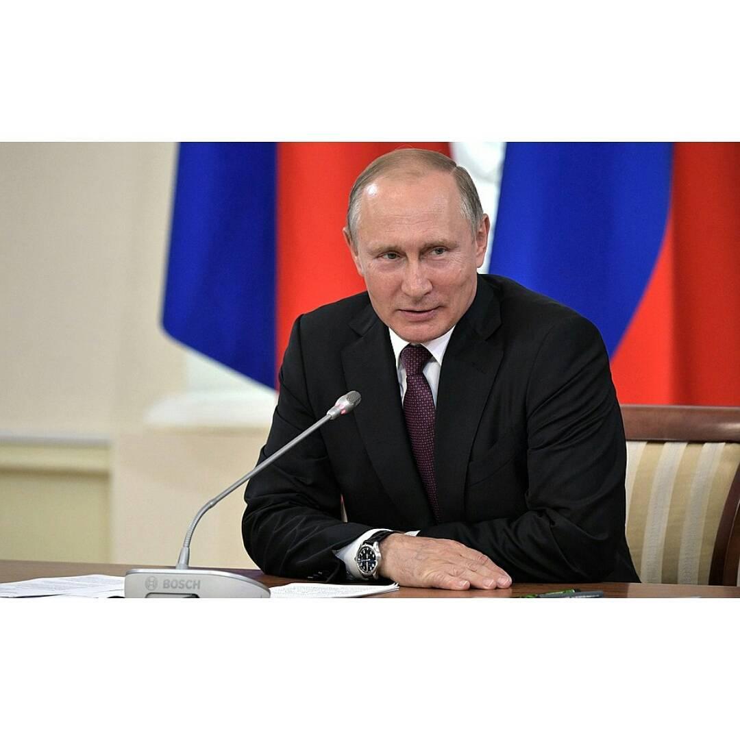 Я требователен к дочерям: Владимир Путин об отношениях в семье и своём детстве