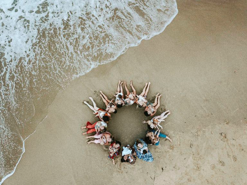 14 кормящих матерей: на пляже в Австралии прошла уникальная фотосессия