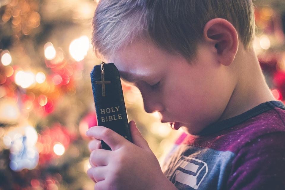 Как выбрать крестных для ребенка: советы из Библии и от священников