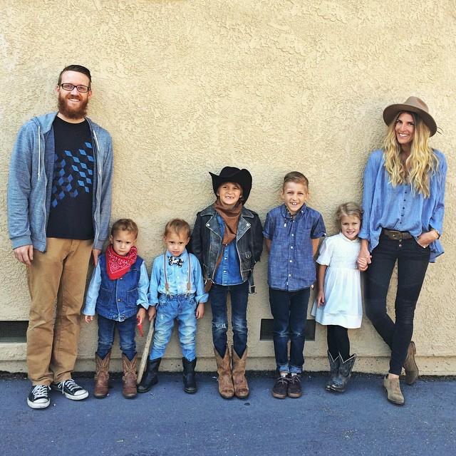 Семья из США решила растить 5 детей вдали от города — и это прекрасно!
