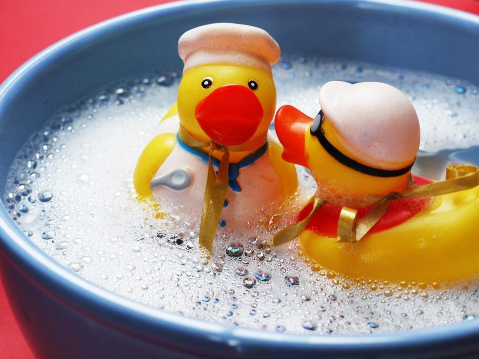 Не только куклы и машинки: 8 самых необычных игрушек у детей до трех лет