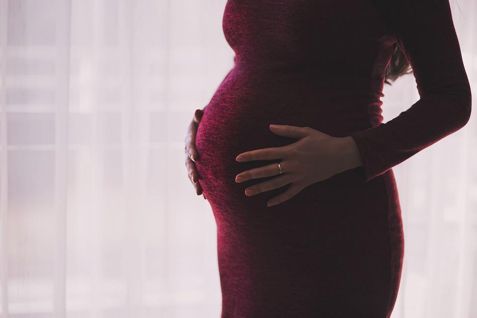 Правда ли, что малыш икает в утробе матери и когда это опасно