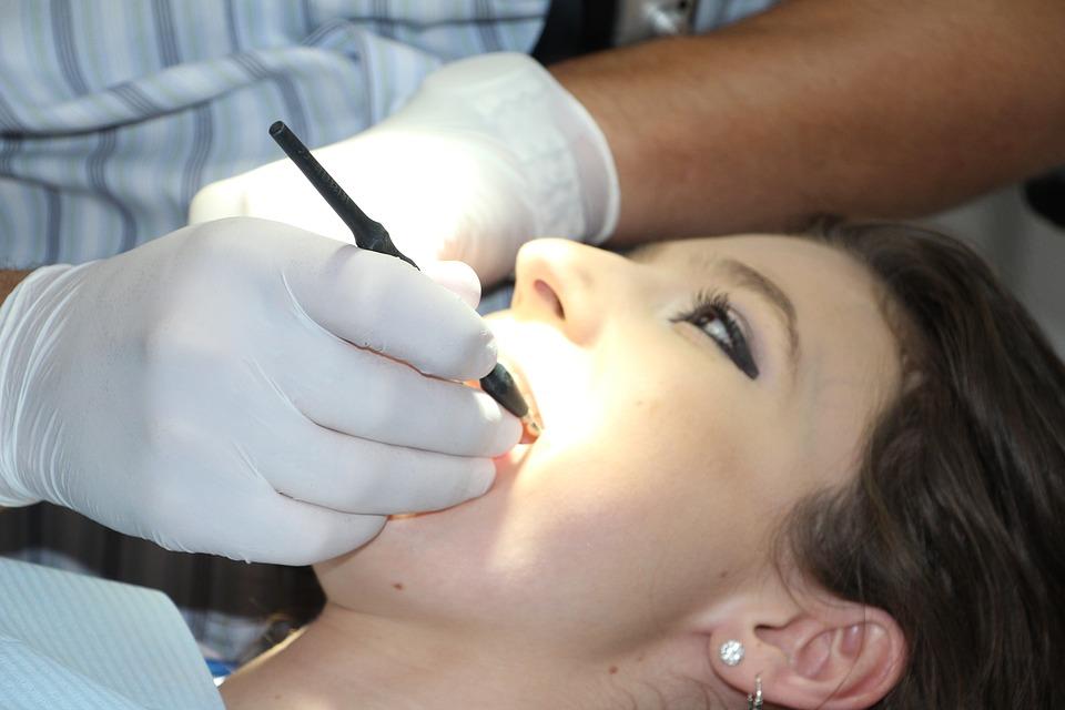 Ученые доказали, что ребенок действительно забирает зубы мамы