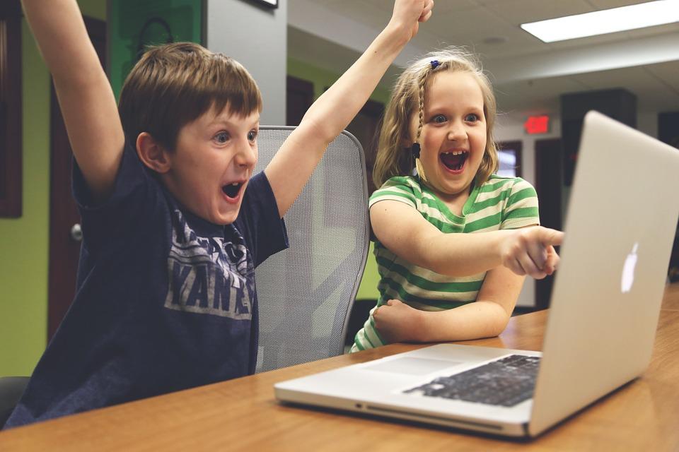 Как отвлечь малыша — от планшета: 9 захватывающих занятий