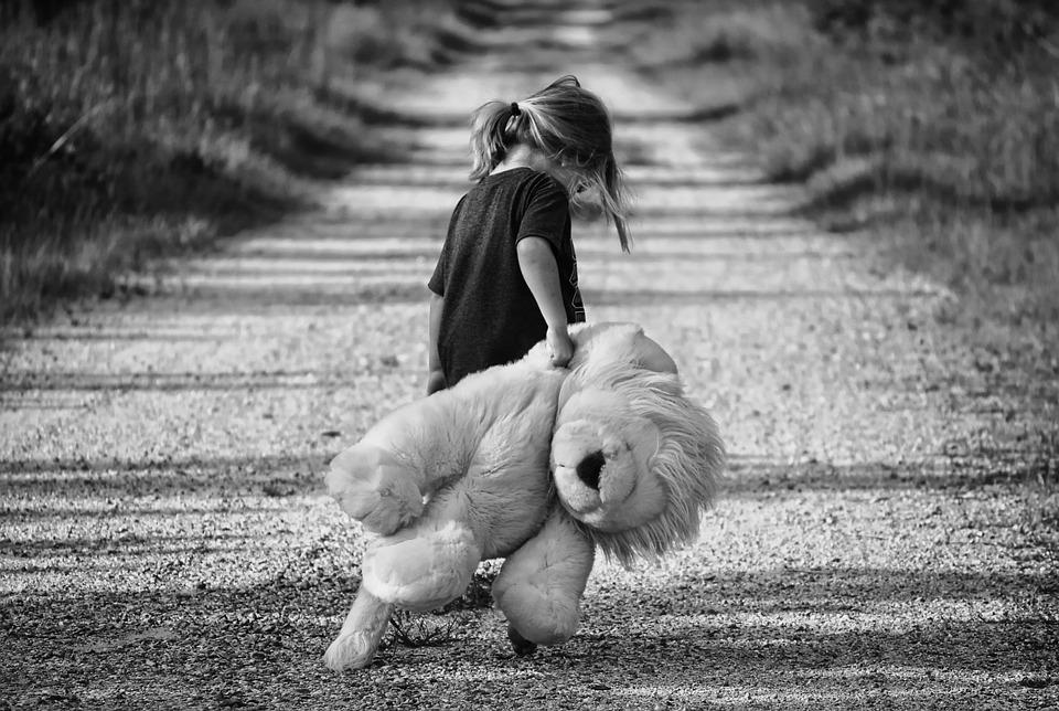 Как уберечь ребенка – от опасности вне дома: 13 советов