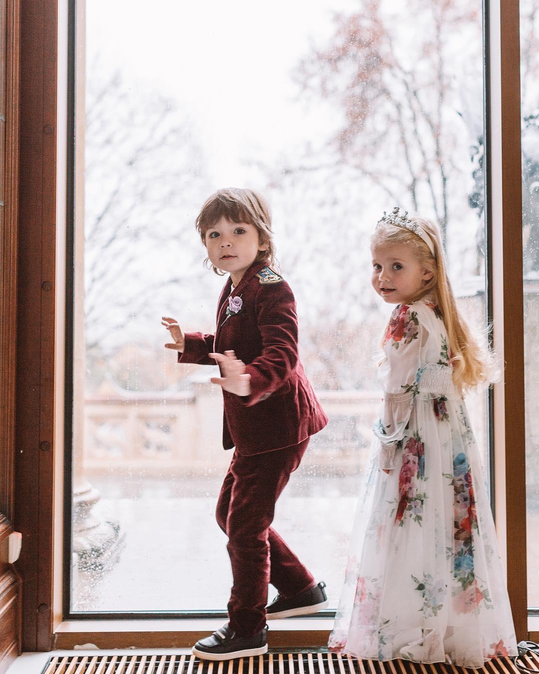 Мило до невозможности: 7 лучших фото звездных деток этой зимы