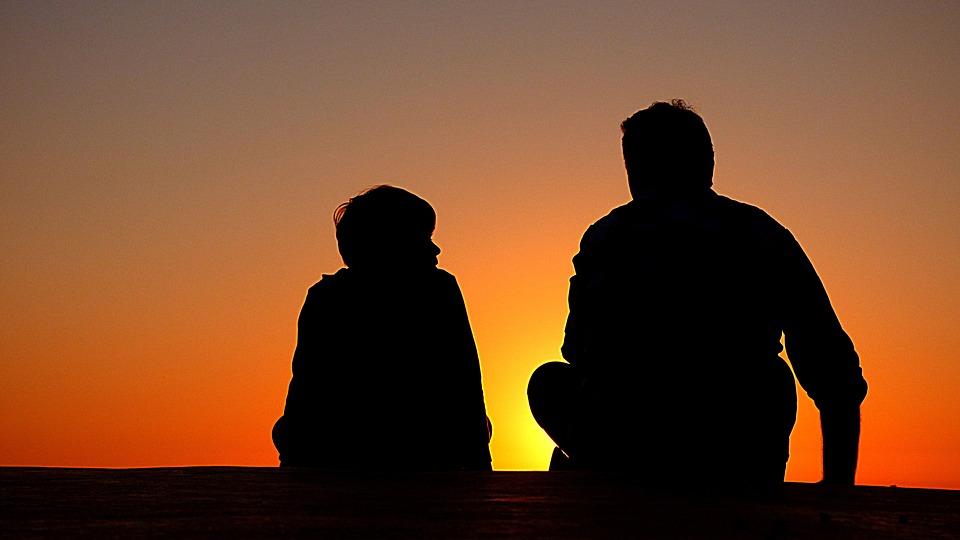 Досталось от папы: 6 вещей, которые дети наследуют только — от отцов