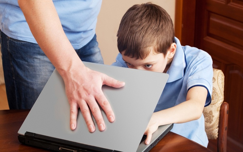 10 причин, почему ваши дети не должны сидеть в социальных сетях