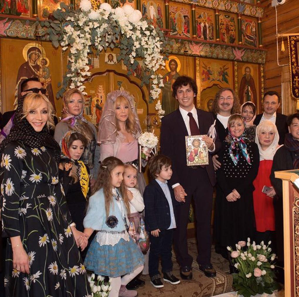 Молодые, успешные и с внуками: 10 звездных бабушек российского шоу-бизнеса