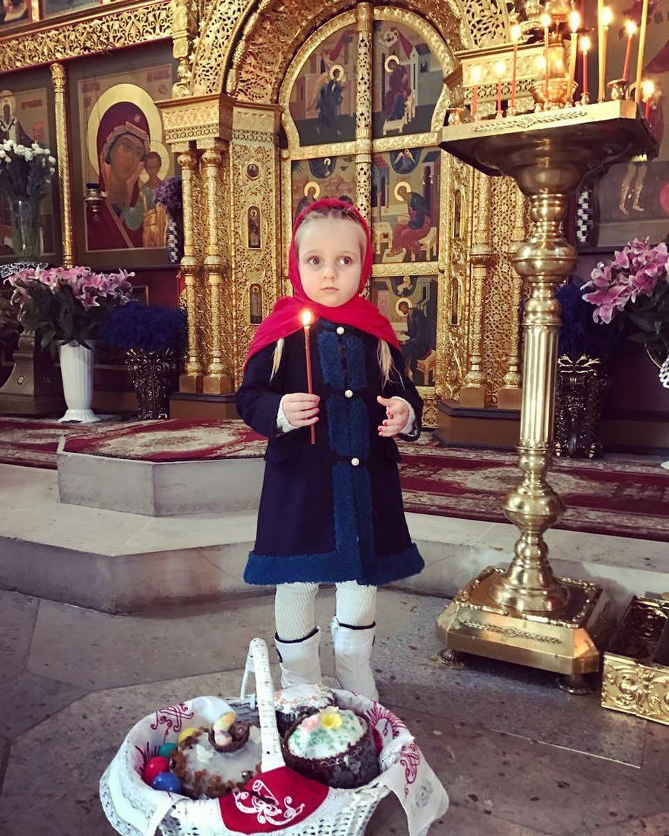 Христос воскресе — как российские звезды отметили православную Пасху