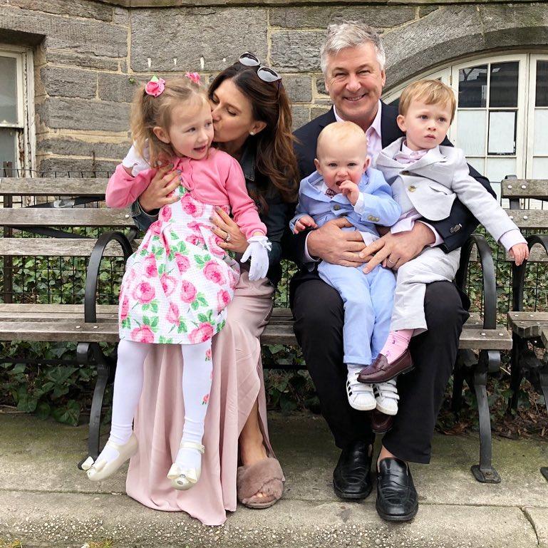 Как звездные родители с детьми отметили католическую Пасху