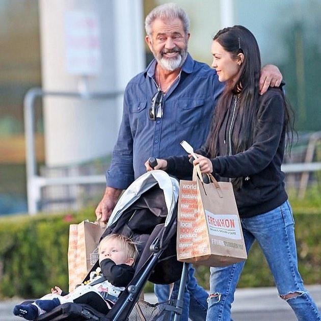 Почти на пенсии: 12 звезд, которые стали отцами после 50 и им все нравится