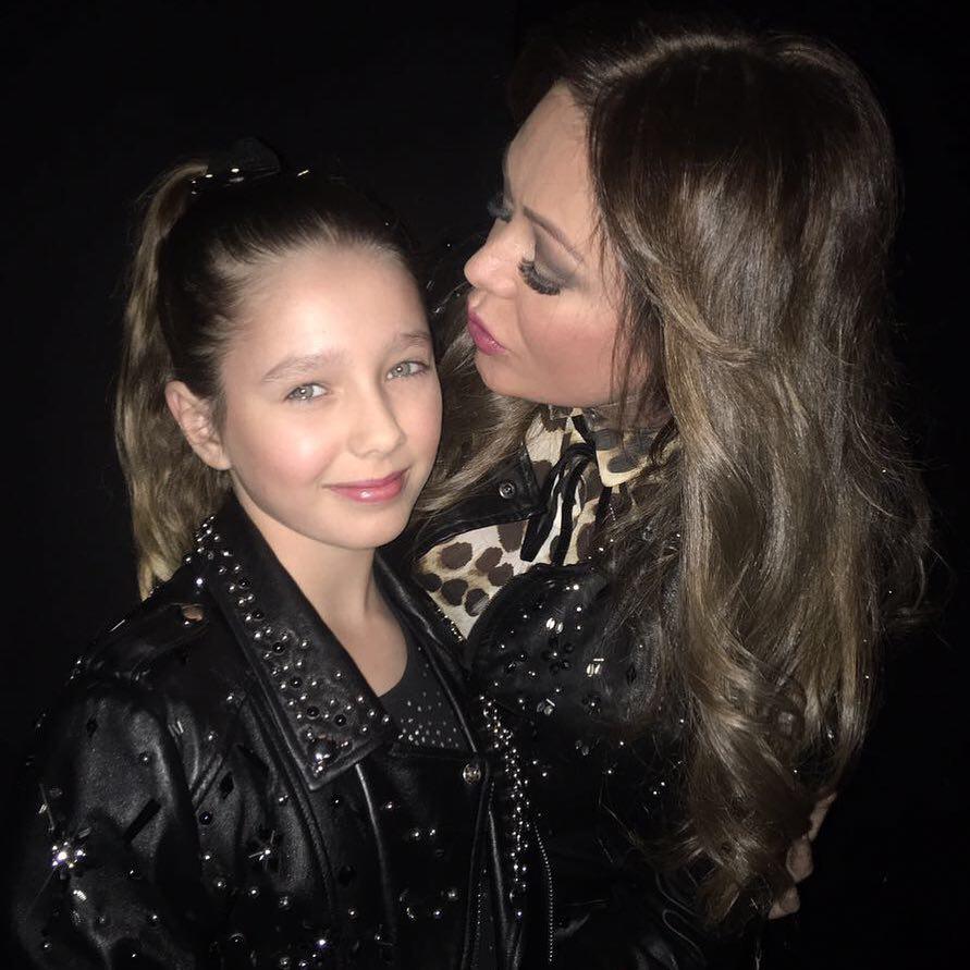 Юлия Началова заранее готовится к переходному возрасту 11-летней дочки