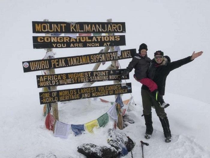 7-летняя девочка поднялась на вершину Килиманджаро в память об отце
