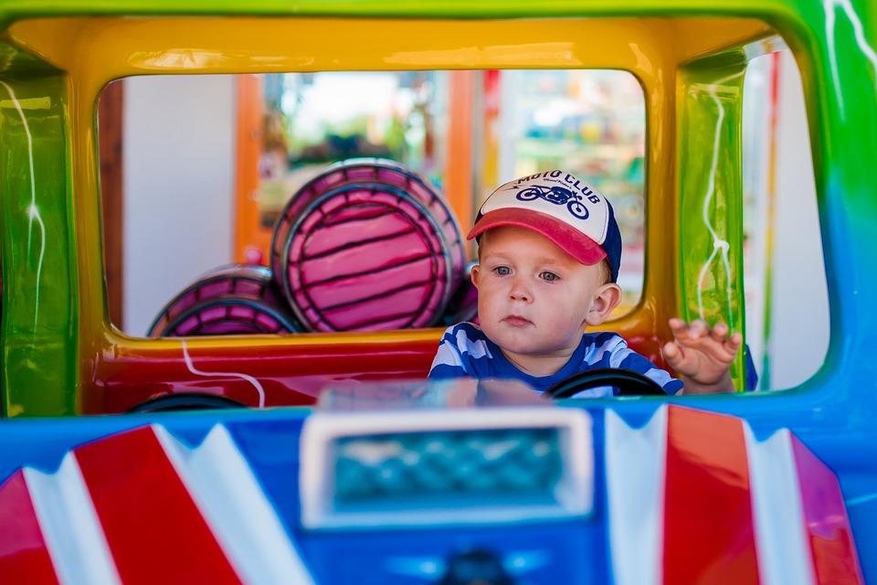 Чем занять ребенка и не заскучать в дороге: 7 веселых игр