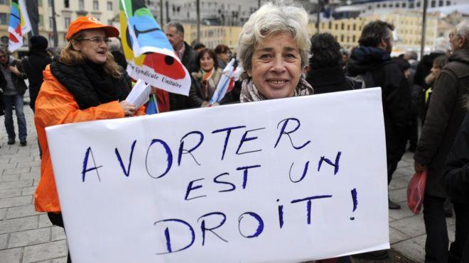 Во Франции будут сажать в тюрьму тех, кто отговаривает женщин делать аборт