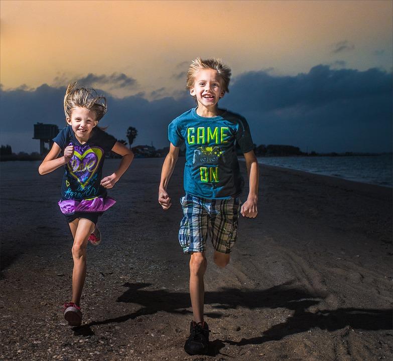 Ученые выяснили, почему вторые дети — более проблемные и хуже учатся. И это не гены!