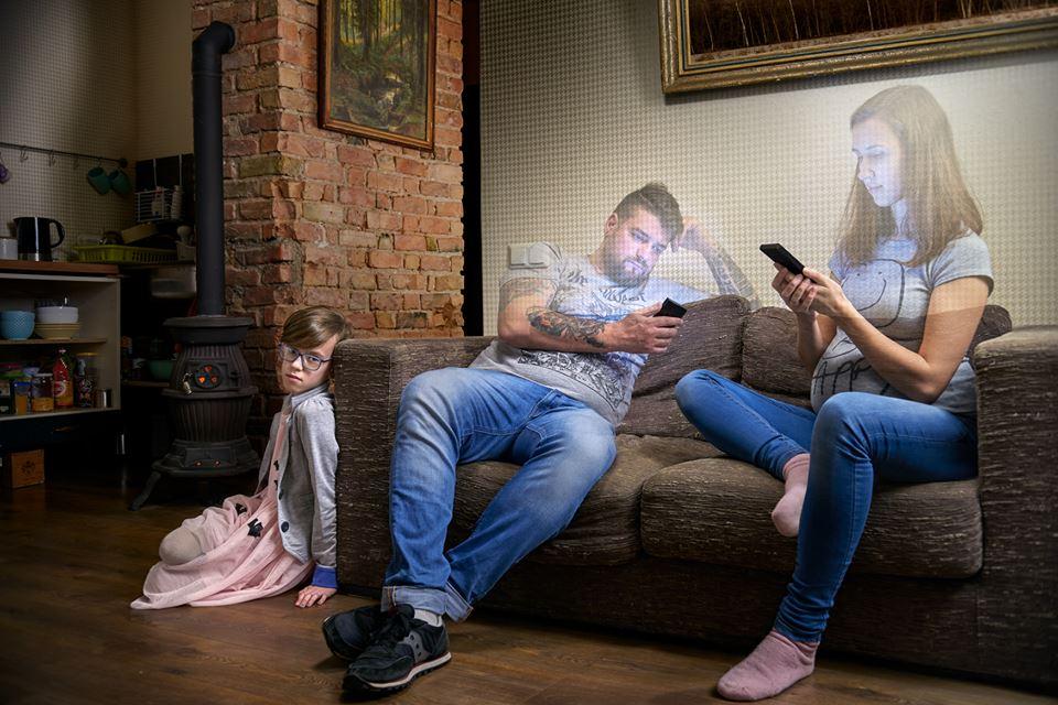 Взглянув на эти фото, вы захотите отнять телефон у своего ребенка