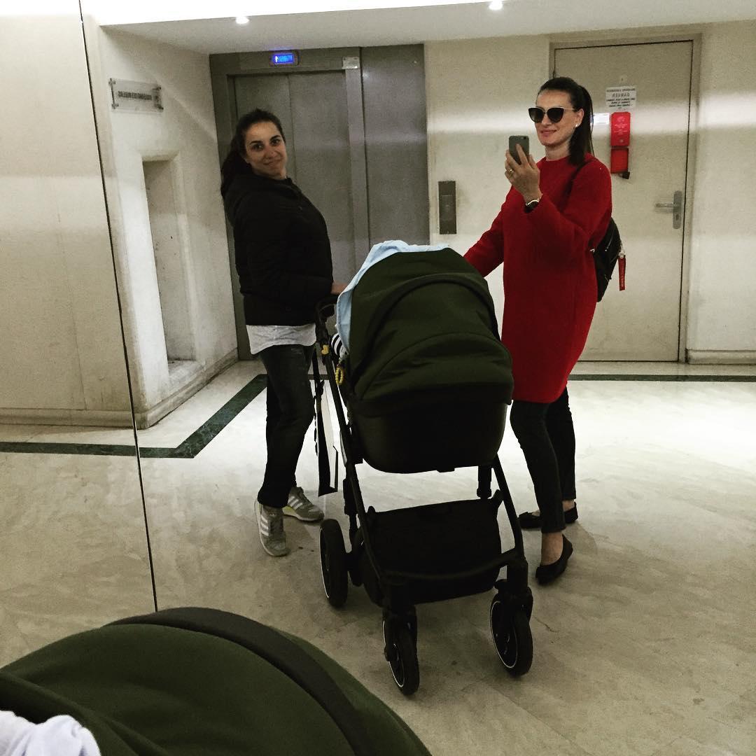 Елена Исинбаева поразила всех стройной фигурой спустя 2 месяца после родов