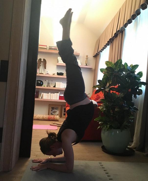 Йога от звезд: 8 невероятно гибких мам, с которых стоит взять пример