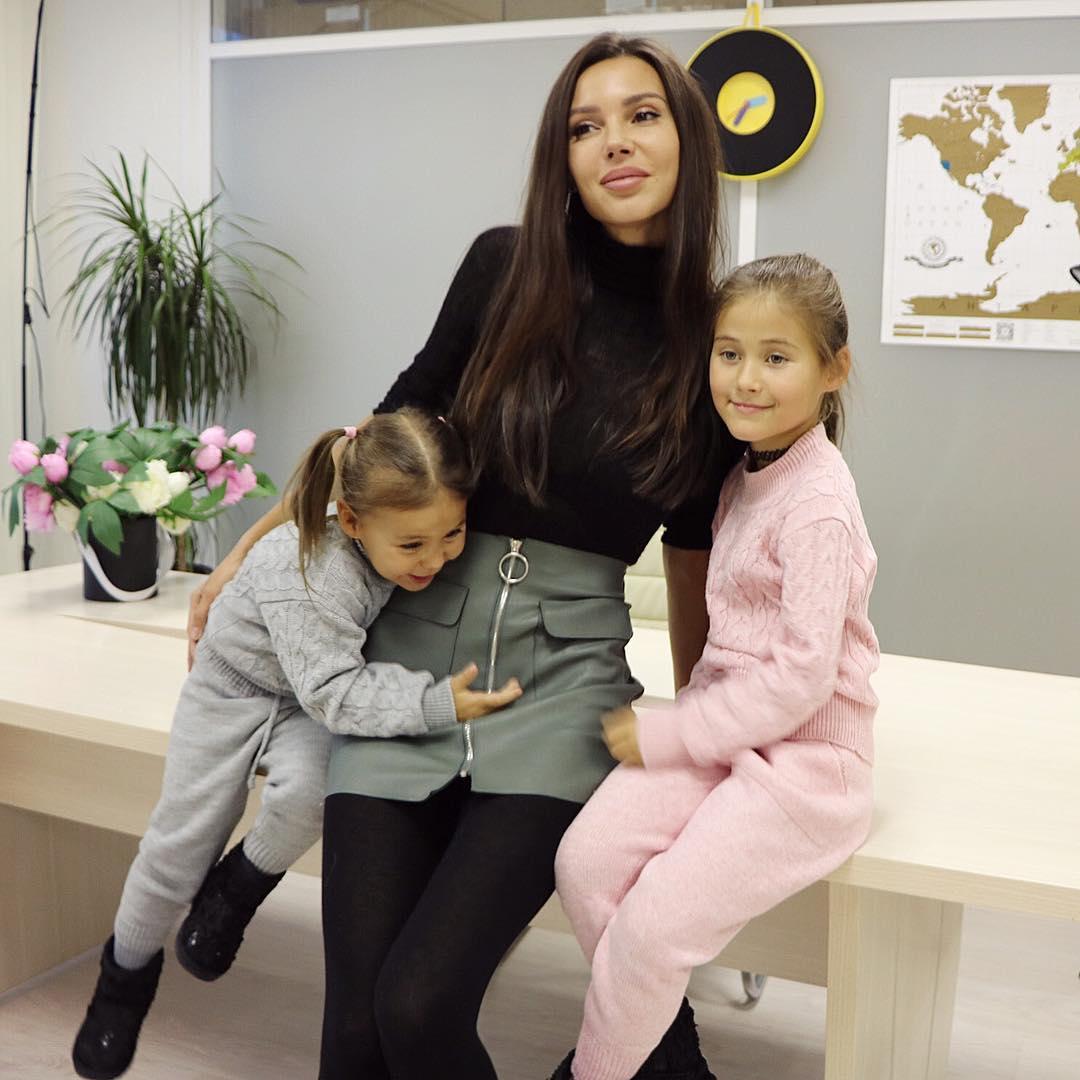 Оксана Самойлова раскрыла секрет роскошных волос своих дочерей