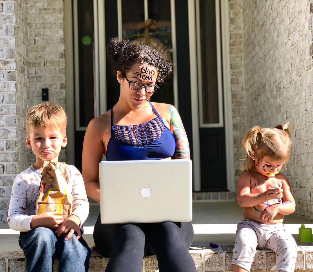 Мама-блогер выложила провокационное фото, потому что ей надоели упреки в соцсетях