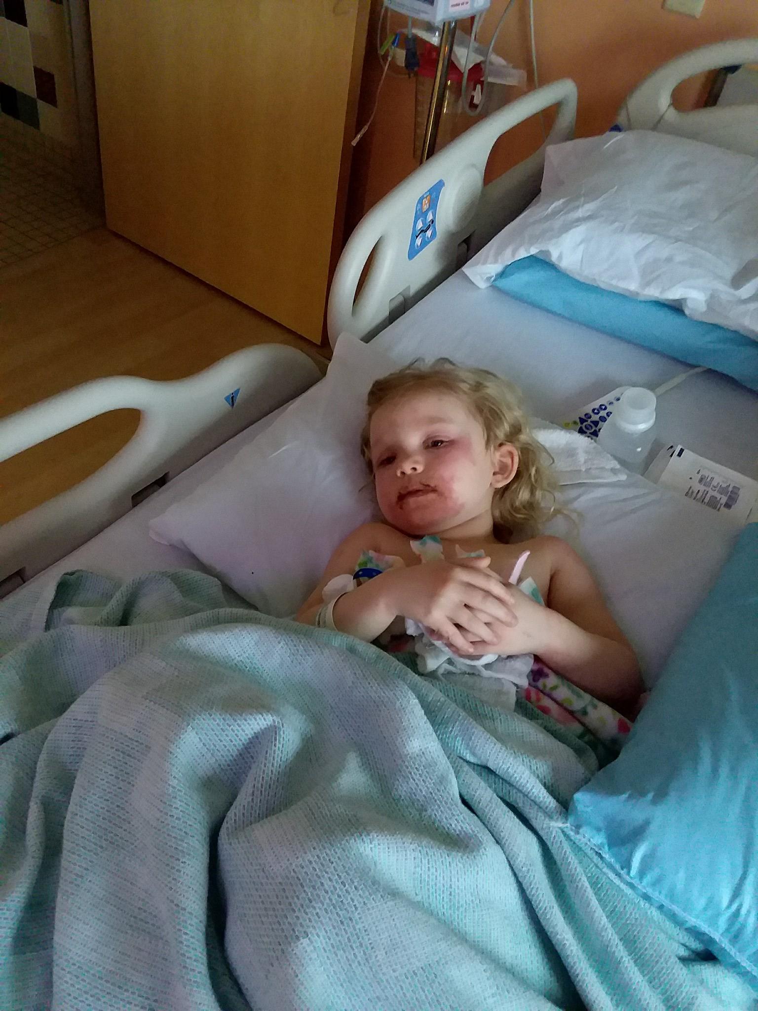 3-летняя девочка попала в больницу из-за детской косметики