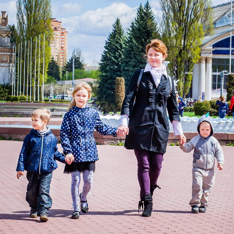 Мама-блогер рассказала, почему трое погодок — это счастье, а не ужас-ужас