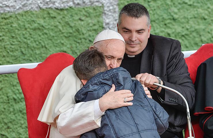 Мальчик переживал, что душа его папы-атеиста не попала в рай. И вот что сказал ему Папа Римский